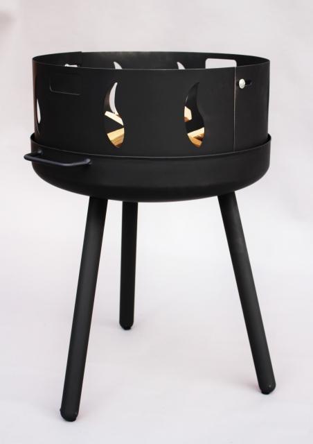 feuerschale mit runden langen beinen und feuer fu. Black Bedroom Furniture Sets. Home Design Ideas