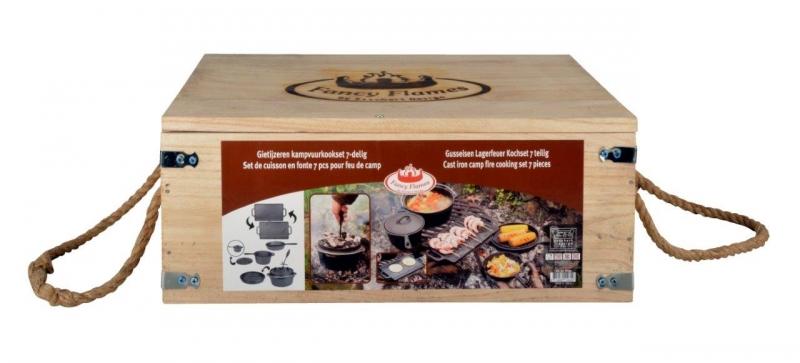 Bratpfanne Dutch-Oven Set mit Dutch Oven bereits eingebrannt Braten Backen /& BBQ Grillplatte 3,8L Untersetzer Stieltopf femor 7-teiliges Dutch Oven Set f/ür Kochen Deckelheber /& Holzkiste