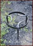 Mittelalterliches Dreibein, Pfannenrost, geschmiedet aus Stahl, rund
